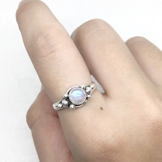 Moonlight stone 925 sterling silver three-dimensional elegant style ring Nepal handmade mosaic production (style 2)