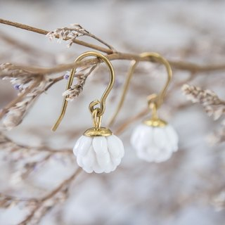 Globe Amaranth hook earrings - white porcelain