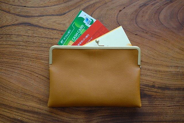 The brass purse leather bank book case/passport case/