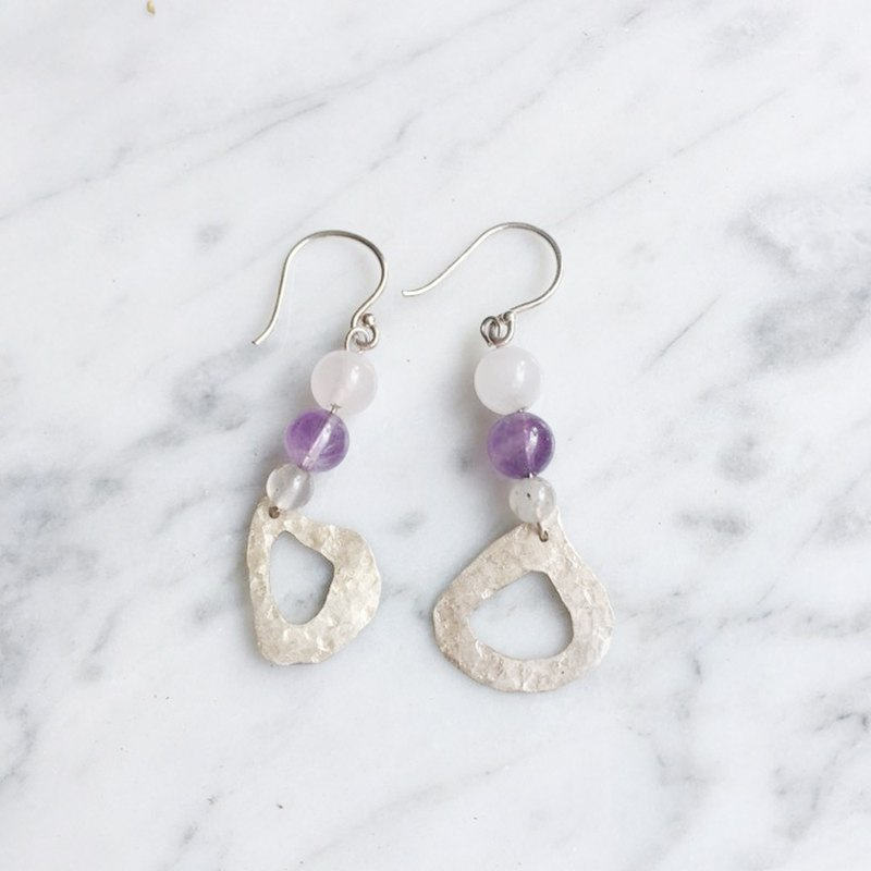 A pair of irregular triangle 925 white fungus hook earrings