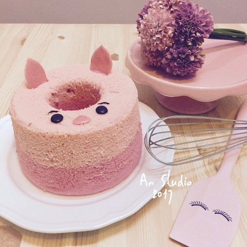 QQ soft pink tender piglet cake by An Studio