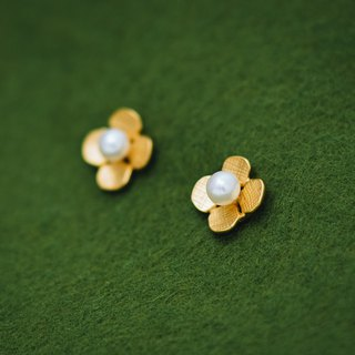 Hydrangea - small earrings - gold - freshwater pearls - flower - hypo-allergenic