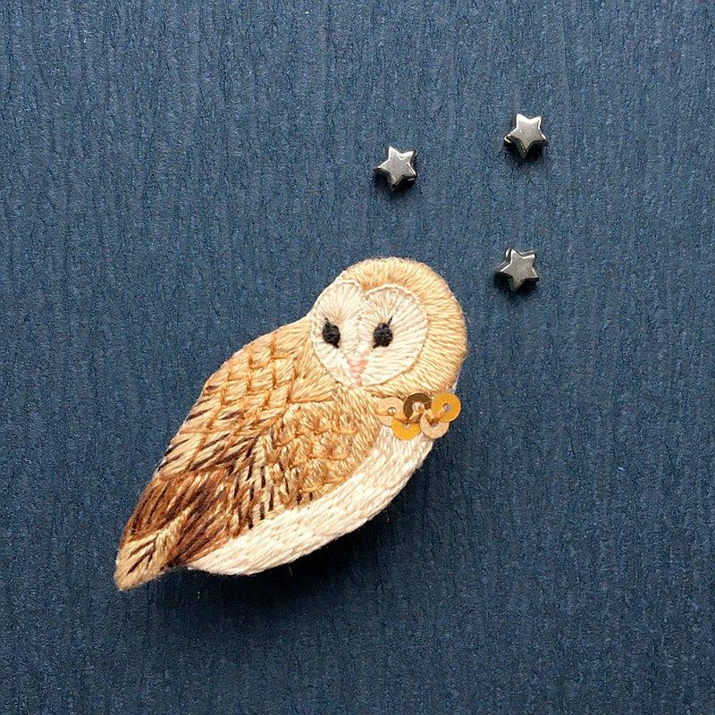 Barn owl embroidery brooch - 設計館 Nunomushi Embroidery ...