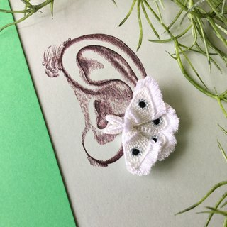 ARRO / Embroidery earing / Moth / white