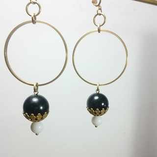 BZ 69: brass clip earrings with obsidian and white glass