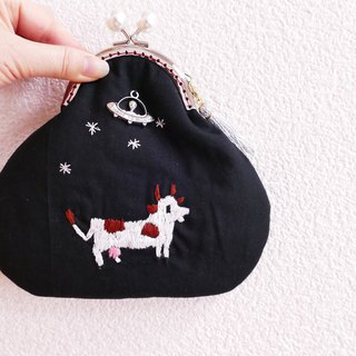 Cattle to be taken to a UFO of embroidery