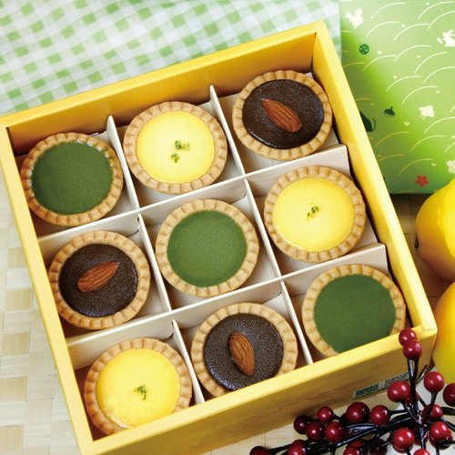 ★ yellow and green colorful French box gift box ★ [The Harvest ∞ wheat field ⊙ French dessert] sour yellow lemon tower, Japanese wiping tea tower, Ghana cocoa bitter sweet chocolate tower, 3 different tastes to meet your taste buds ~