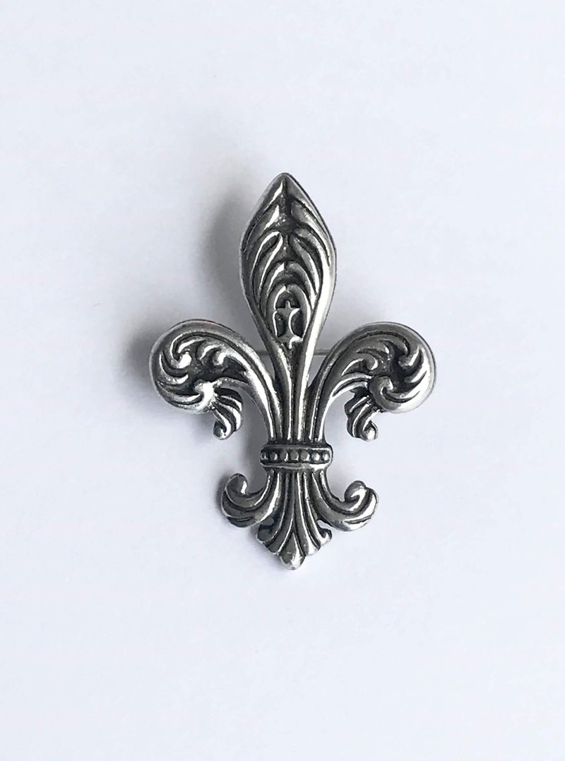 European Royal Pin