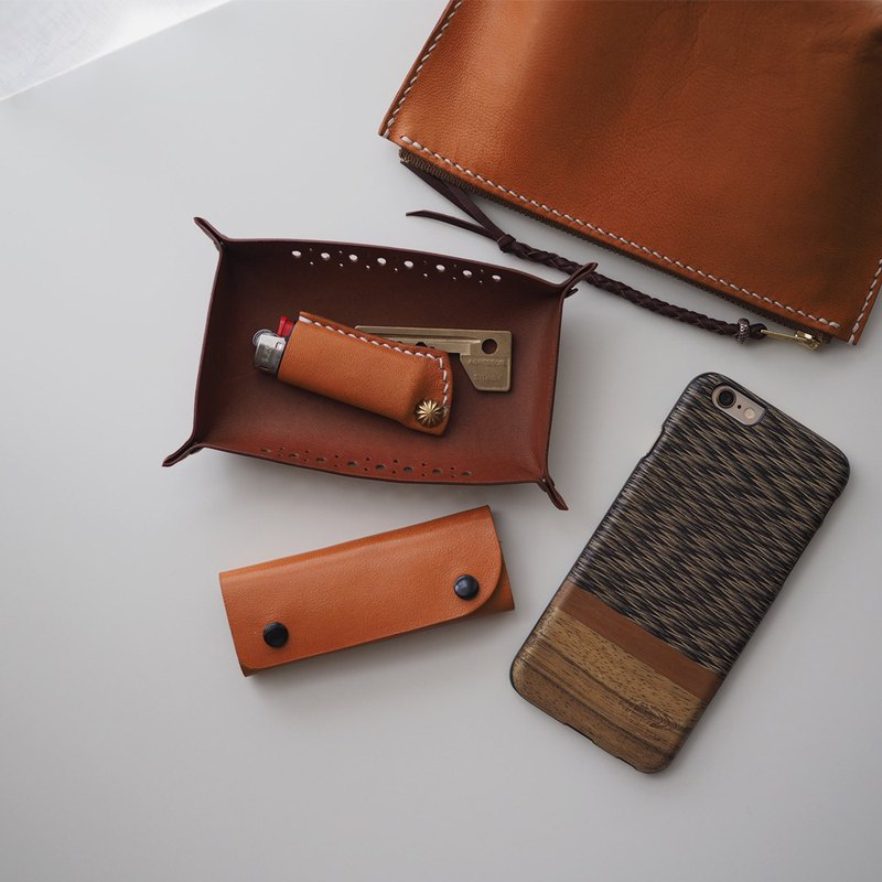 Leather Lighter Case火機套: The Midhurst East Leather Lighter Case - LARGE SIZE - L038 BLACK/L039 CARAMEL - lighter case, lighter sleeve, lighter cover, cow leather, sheep skin leather, xmas, gift, brass, hand sewn, unisex, black, caramel, personalised, 牛皮,羊皮