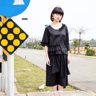 Moi non plus black cotton pleated top