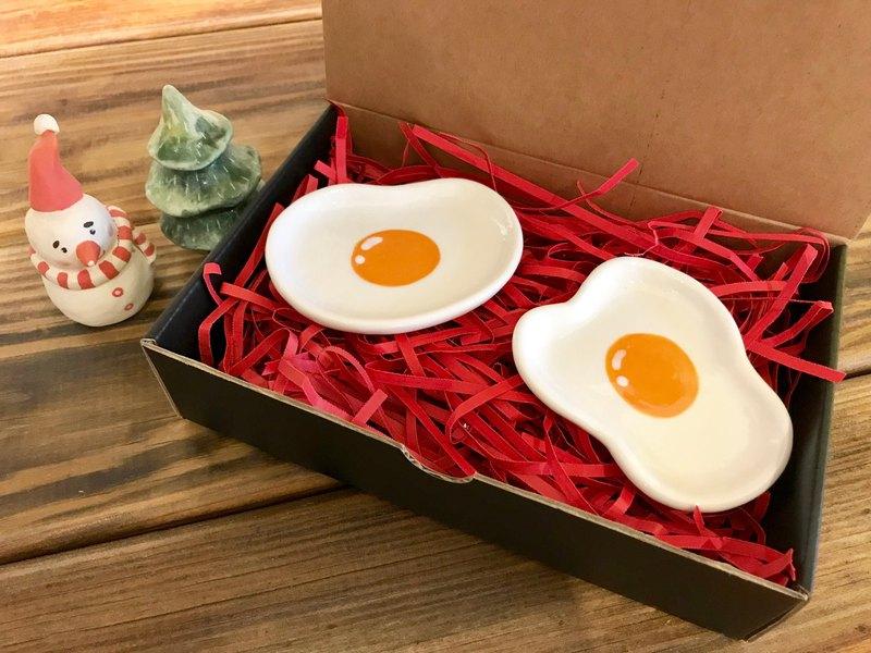 聖誕禮物首選 元氣荷包蛋手捏筷架豆皿小碟  一組兩件