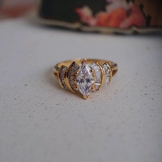 1996 Elizabeth Taylor for Avon Out of Print Rays Rhinestone Ring