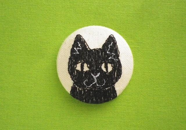 cat face embroidered brooch (black)