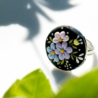 Flower Clusters in China Black | Photo Locker of polymer Clay Ring