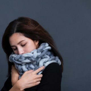 【MOUNTAIN HAND MADE】100% wool circular scarf /Gray & White