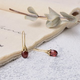Handmade earrings in brass with garnet