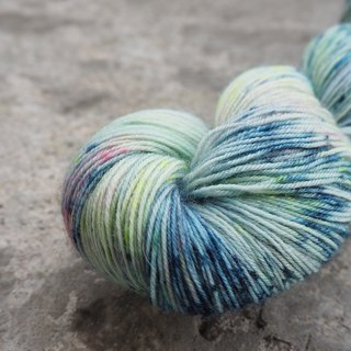 Hand dyed line. Dancing Blues (100% BFL) (Socks)