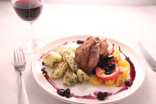 Fried duck chestnut blueberry sauce with golden potato (one person) - DIY food bag