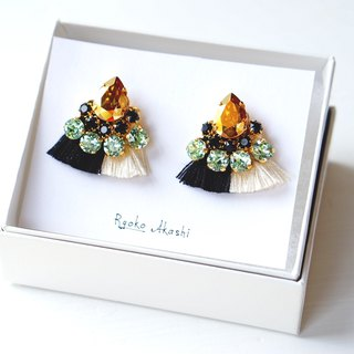 Silk and Swarovski post earrings/clip‐on モノトーン