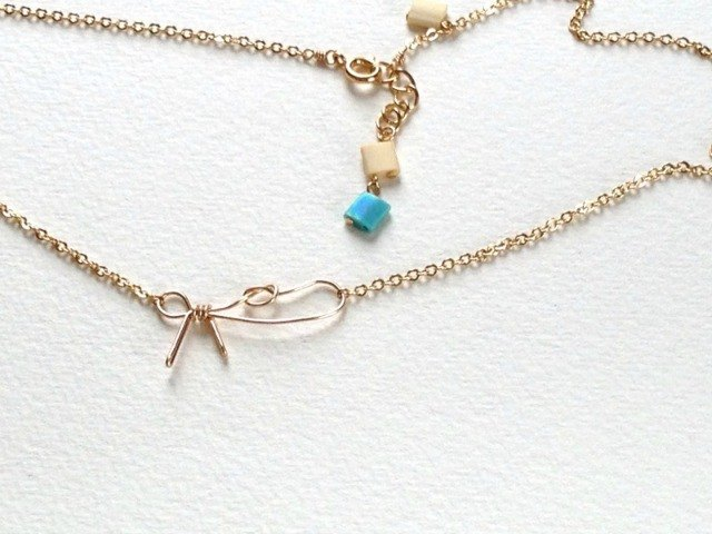 Incomplete ribbon(necklace)