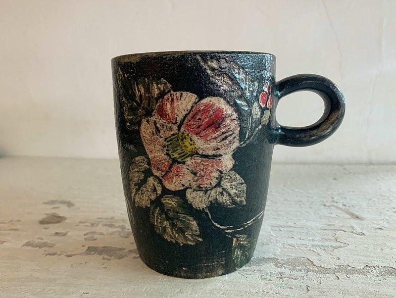 紅山茶花刻畫陶杯(售完再製款)_陶器馬克杯