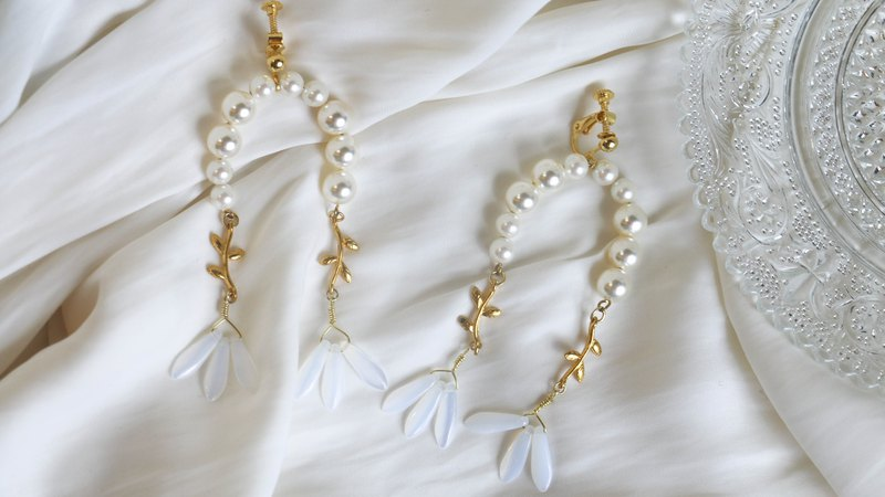 Daisy Daisy Fragrance / Pearl Earrings / Spring Jewelry