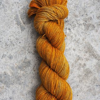 Hand-dyed lines. Wild cowboy. (4ply socks)