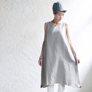 OMAKE OG U-neck back button tassel dress light gray. Red Tassel