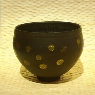 Gold dots black pottery bowl