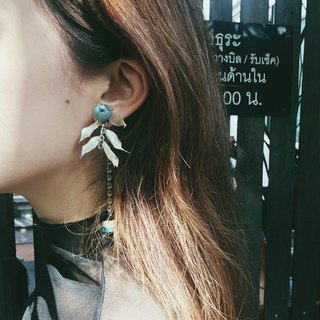 | Blue Hippie - Flower | Dry Flower Ear Pin