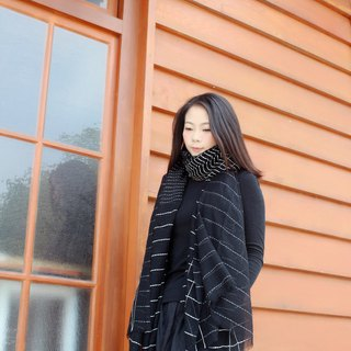 [spot] white striped black wool scarf