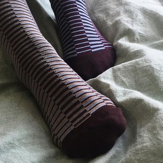 socks_illusion / irregular / socks / stripes