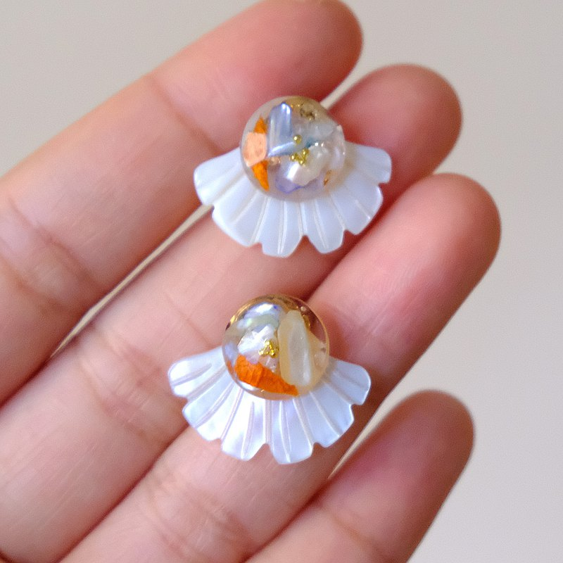 ALYSSA & JAMES 乾花貝殼片滴膠耳環