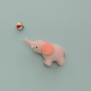 Le Yang · Good to play wool felt kit - circus elephant