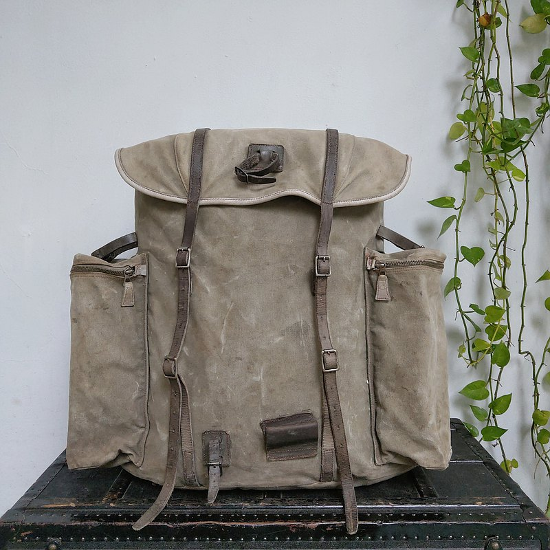 Backpack_R100_outdoor