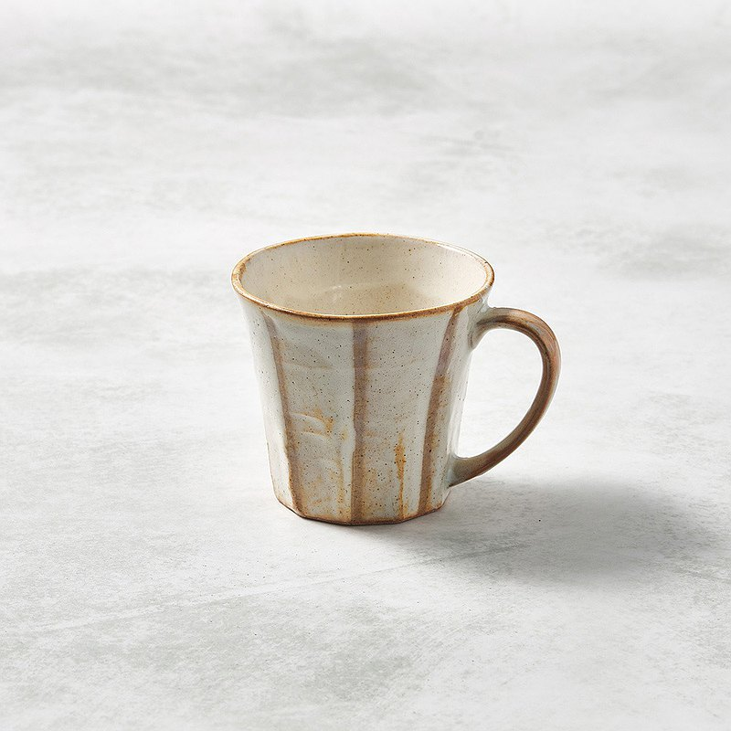 There is a kind of creativity-Japanese Mino-yaki-wide ear mug-white lines