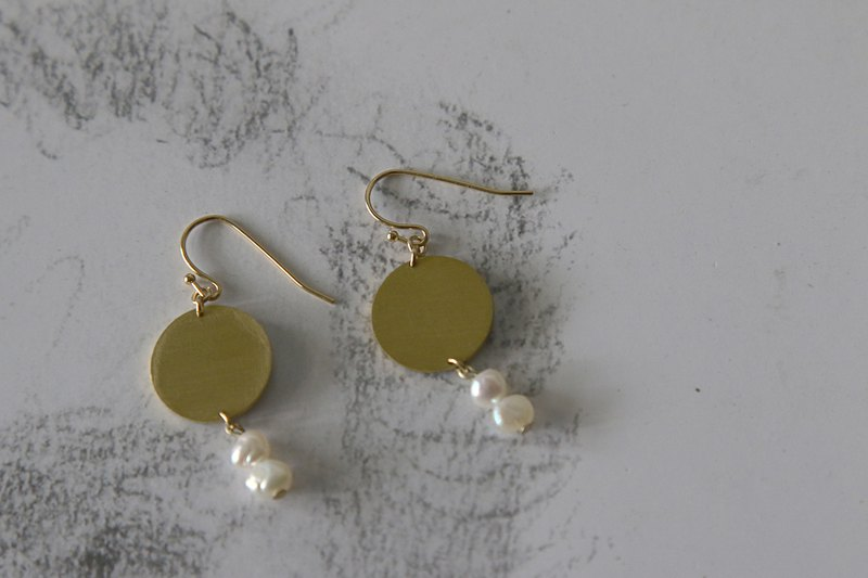 YANGYANG Disc Pearl Earrings