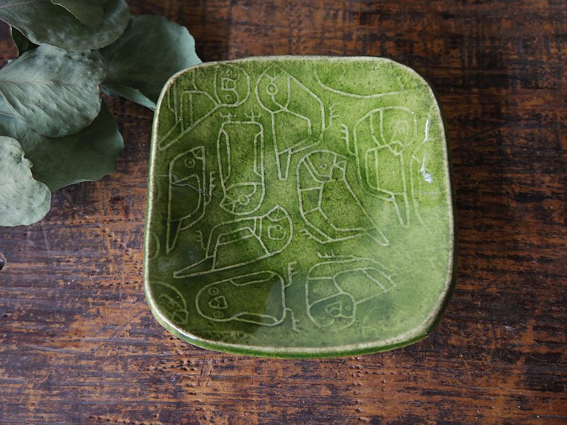 Green square tiny plate with relief finches