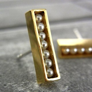 Line pearl earrings / brass