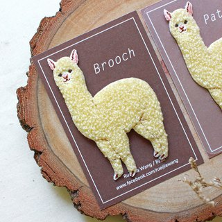 Alpaca embroidery pin / embroidered piece