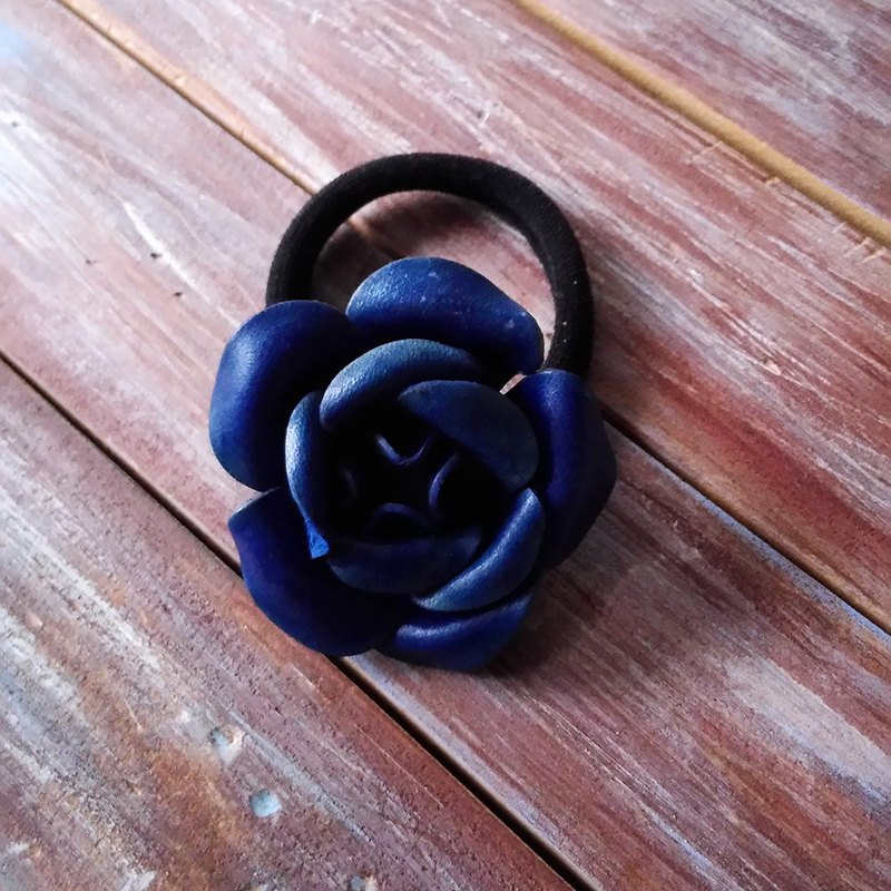 Dual-use leather flower bracelet hair ring blue leather custom-made Kai handmade leather