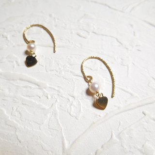 14K gold in the hook-shaped rounded pearl love earrings