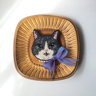 Tearoom I Ribbon cat lady embroidery brooch