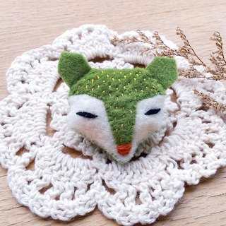 Matcha green fox pin/magnet/key ring/hair bundle