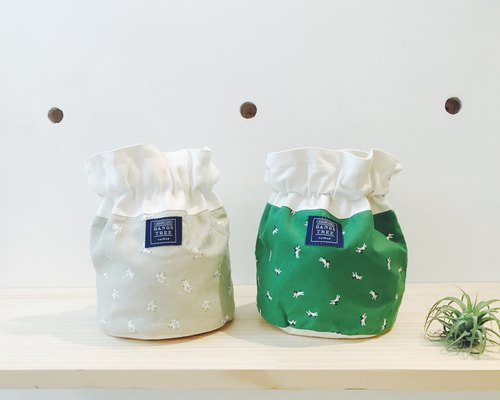 :: :: Bangs tree dorsal bucket bag _ astronauts and puppies