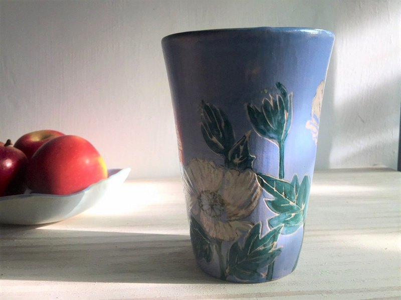 Poppies holding cup _ pottery mug