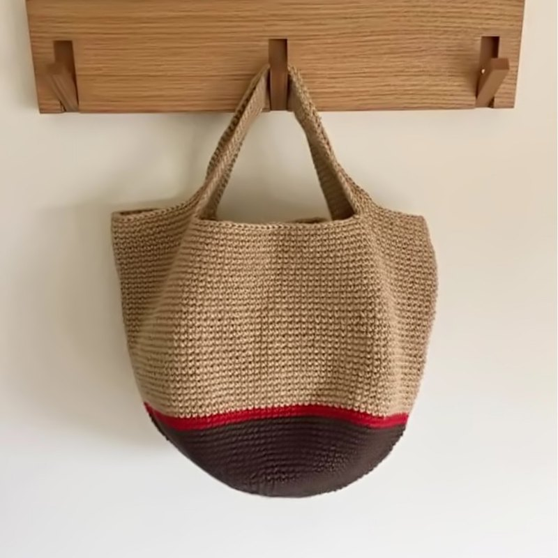 Natural wind round tote bag