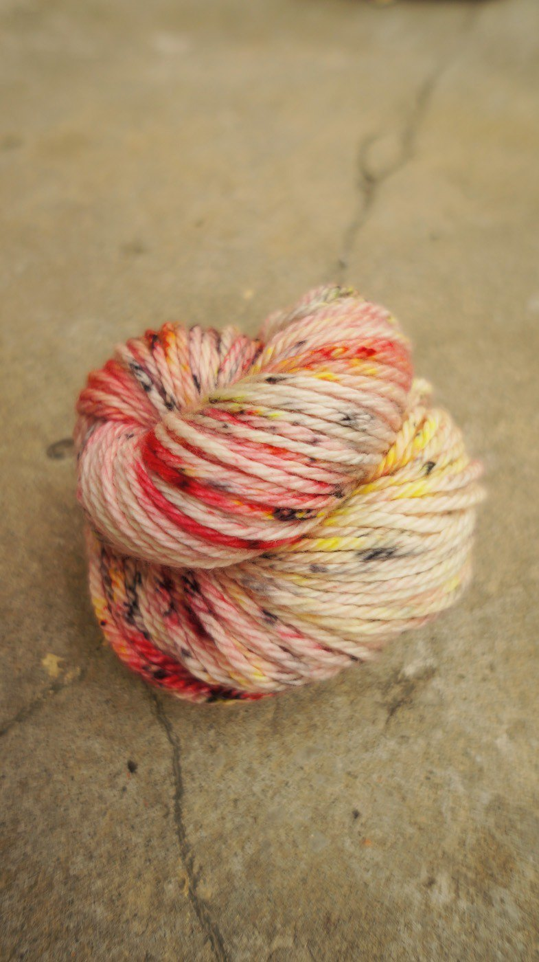 Hand-dyed lines. Powder firefly - (fat fat Merino) (Chunky Weight)