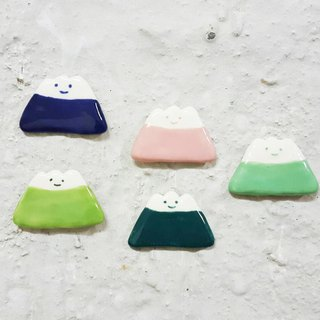 Smiling colorful mountain ceramic pin