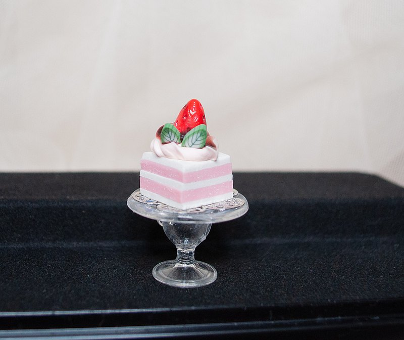 [Daily life] Pocket high-foot plate handmade cake, fresh cream strawberry sandwich square soft clay model